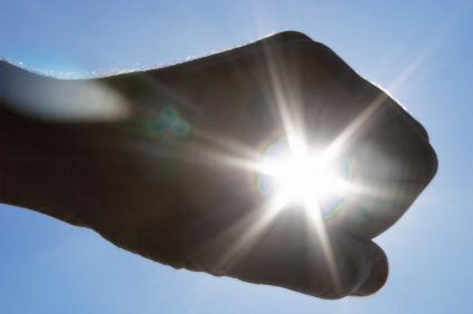 hand met zon